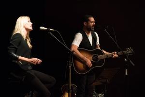 Jaime Anglada y Carolina Cerezuela durante el concierto a favor de ASNIMO